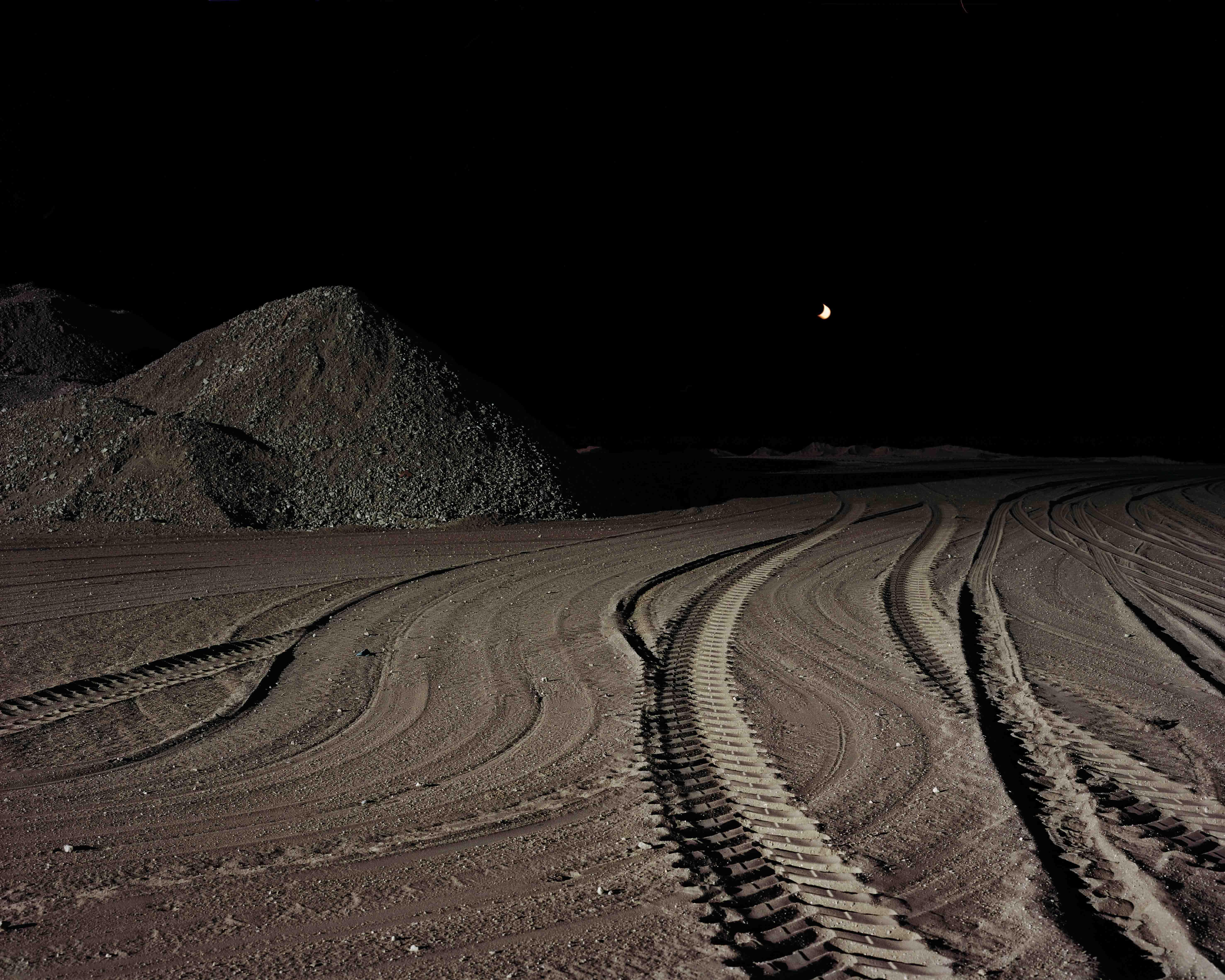01 Jongerius Lunar Landscapes 2011 2013 PK F 2019 0037