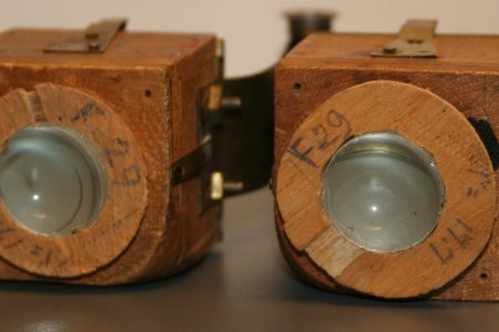 A professional Dutch wide-angle stereo camera (1902), designed by Major General Van Albada